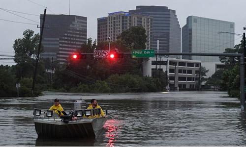 Houston áp lệnh giới nghiêm ban đêm sau bão Harvey