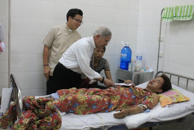 Caritas Hải Phòng thăm nạn nhân vụ sập hầm tại Quảng Ninh ngày 20/08/2015