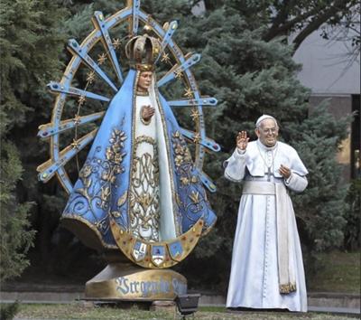 Đức Thánh Cha Phanxicô yêu cầu gỡ bỏ ngay bức tượng chân dung của Ngài ở Argentina