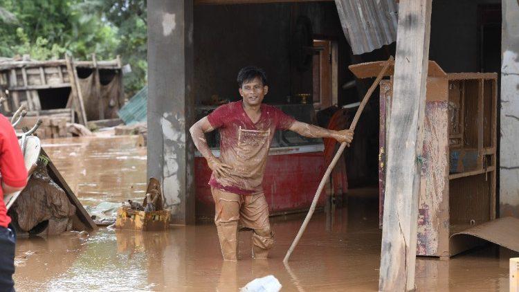 Lào: 50.000 USD cho nạn nhân lũ lụt