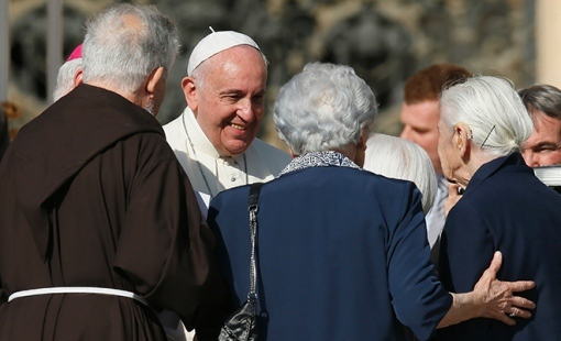 Đức Thánh Cha gặp gỡ và cử hành thánh lễ với người cao niên