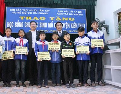 Caritas Hải Phòng Trao Học Bổng Cho Học Sinh Nghèo Huyện Kiến Thụy