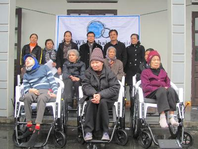 Caritas Hải Phòng tặng xe lăn cho người khuyết tật