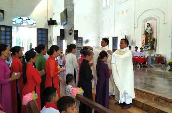 Caritas Hà Tĩnh: Mừng lễ Đức Mẹ hồn và xác lên Trời và Gia nhập 762 Hội viên Caritas tai Gx. Tân Hội