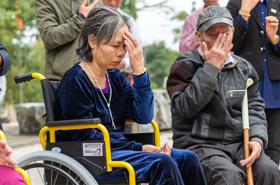 Caritas Việt Nam: Phóng Sự Cần Lắm Một Đôi Chân