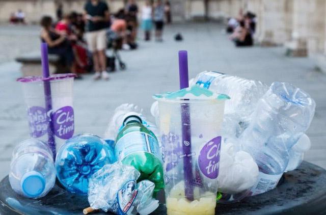 Vatican đang tiến dần đến việc không sử dụng đồ nhựa chỉ dùng một lần