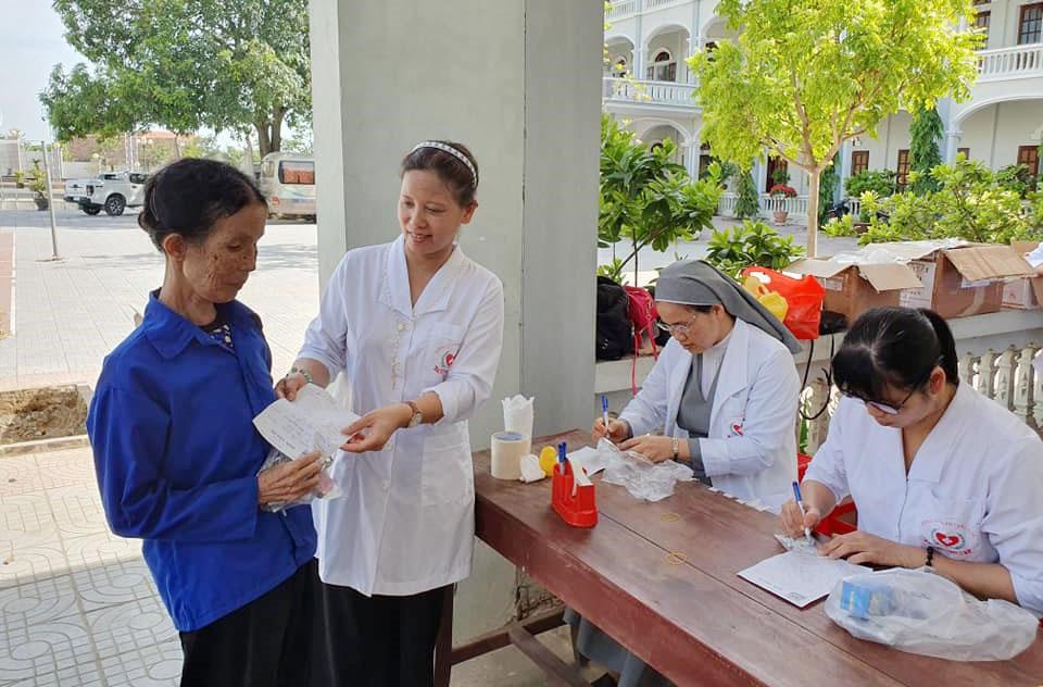 Caritas Thanh Hoá: Khám bệnh và phát thuốc miễn phí cho Người nghèo tại Giáo xứ Ngọc Đỉnh