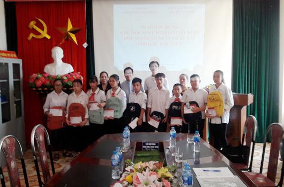 Caritas Hải Phòng: Trao học bổng cho các em học sinh nghèo vượt khó huyện đảo Cát Hải