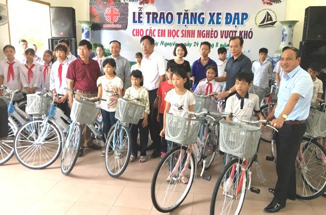 Caritas Hải Phòng: Chia sẻ niềm vui với các học sinh nghèo vượt khó huyện Thủy Nguyên nhân dịp khai giảng năm học mới