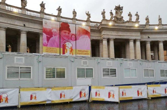 Phòng khám dành cho người nghèo tại quảng trường thánh Phêrô