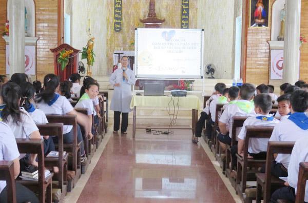 """Caritas Huế: Truyền thông """"Sống lành mạnh"""" tại Giáo xứ Lăng Cô"""