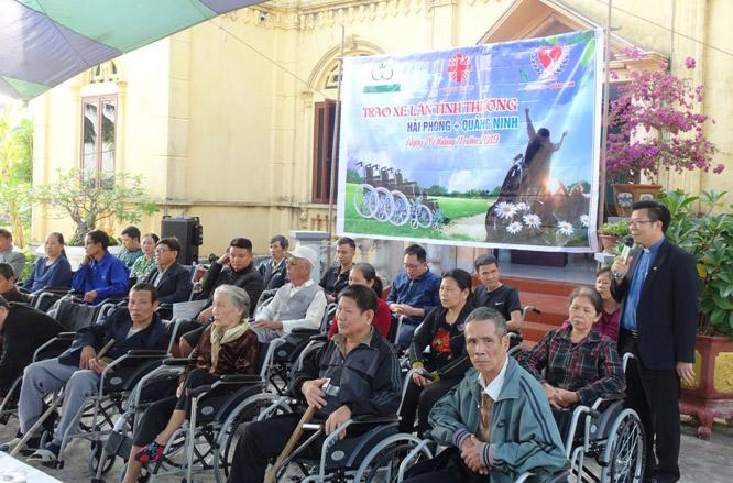 Caritas Hải Phòng: Trao tặng xe lăn cho người khuyết tật tại Hải Phòng và Quảng Ninh