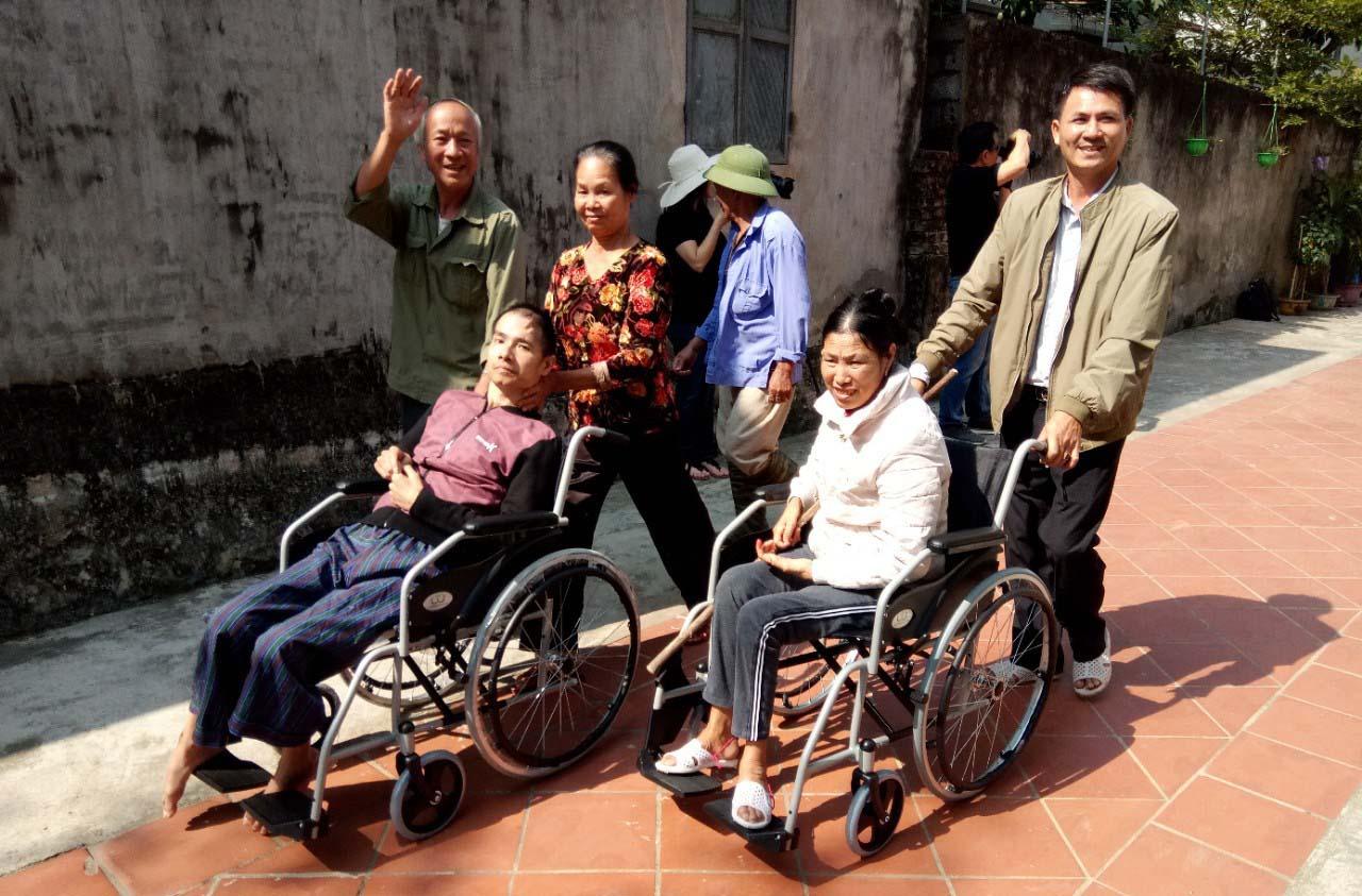 Caritas Hà Nội: Trao tặng 100 chiếc xe lăn tình thương