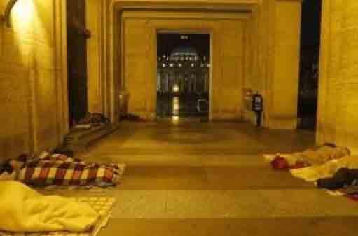 Một nhà thờ ở Roma mở cửa suốt 24 giờ cho người nghèo