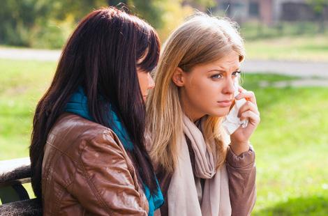 5 cách để giúp đỡ một người bạn đang đau khổ