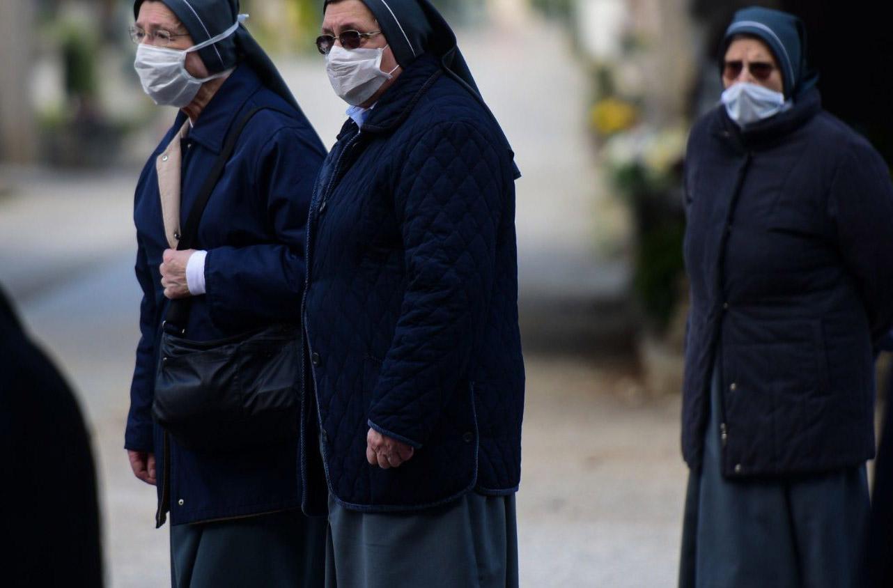 Các Nữ tu của người nghèo Palazzolo trên chiến hào của mặt trận virus corona
