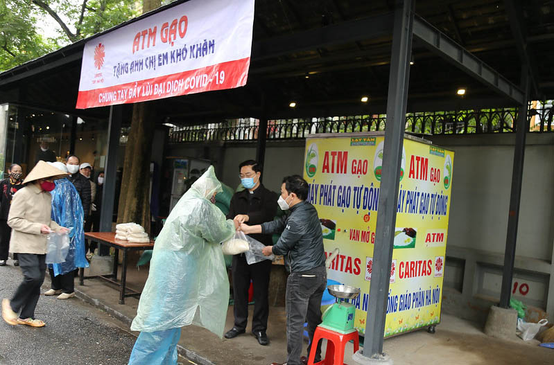 Caritas Hà Nội: Đặt cây ATM gạo tặng anh chị em có hoàn cảnh khó khăn