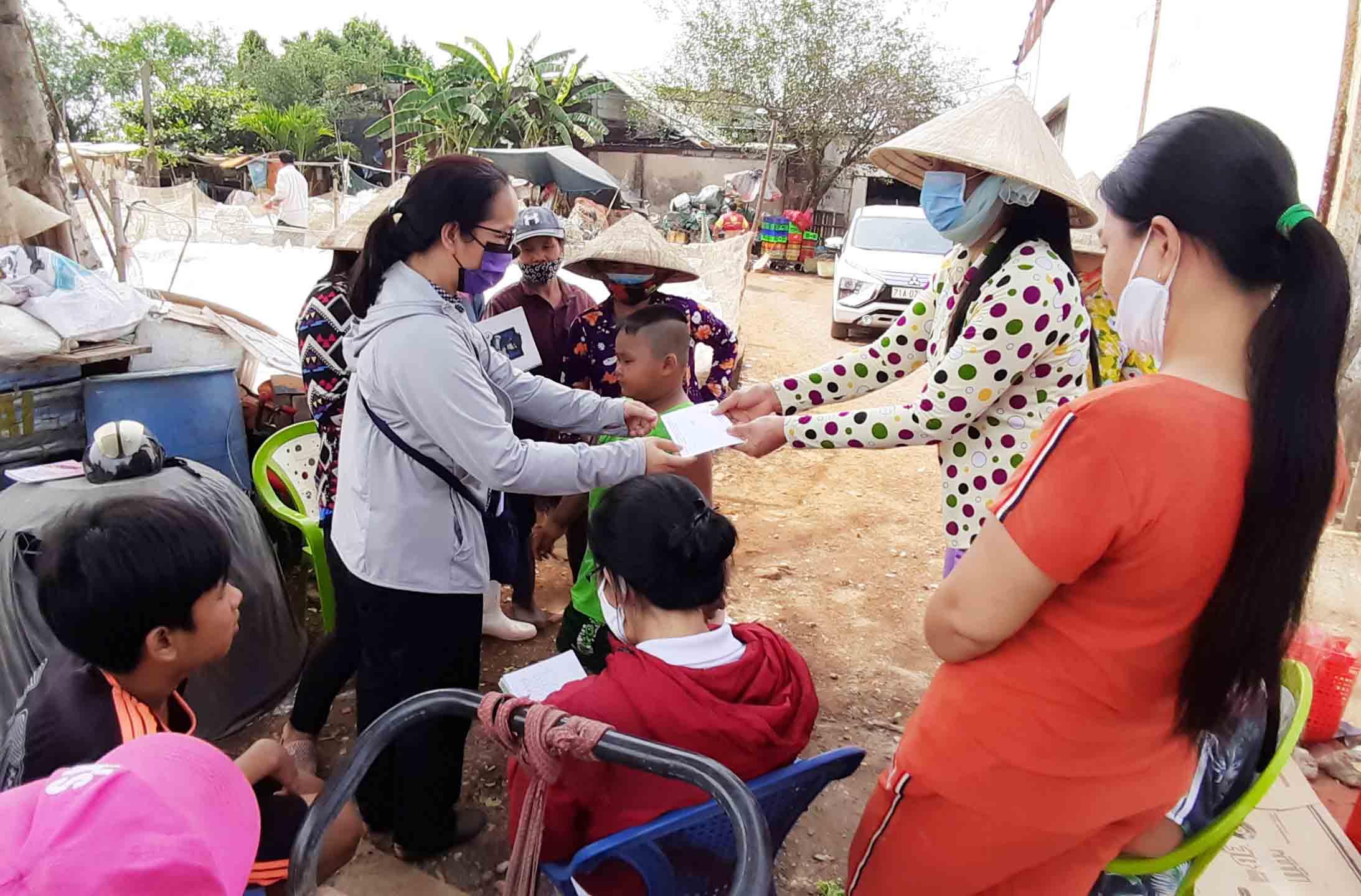 Caritas Sài Gòn: Thăm hỏi và tặng quà cho người nghèo trong mùa dịch Covid-19