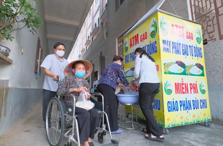 Caritas Bùi Chu: Khai trương cây ATM gạo