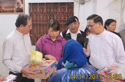 Caritas Huế Thăm Bà Con Lương Giáo tại Giáo Sở Kim Đôi