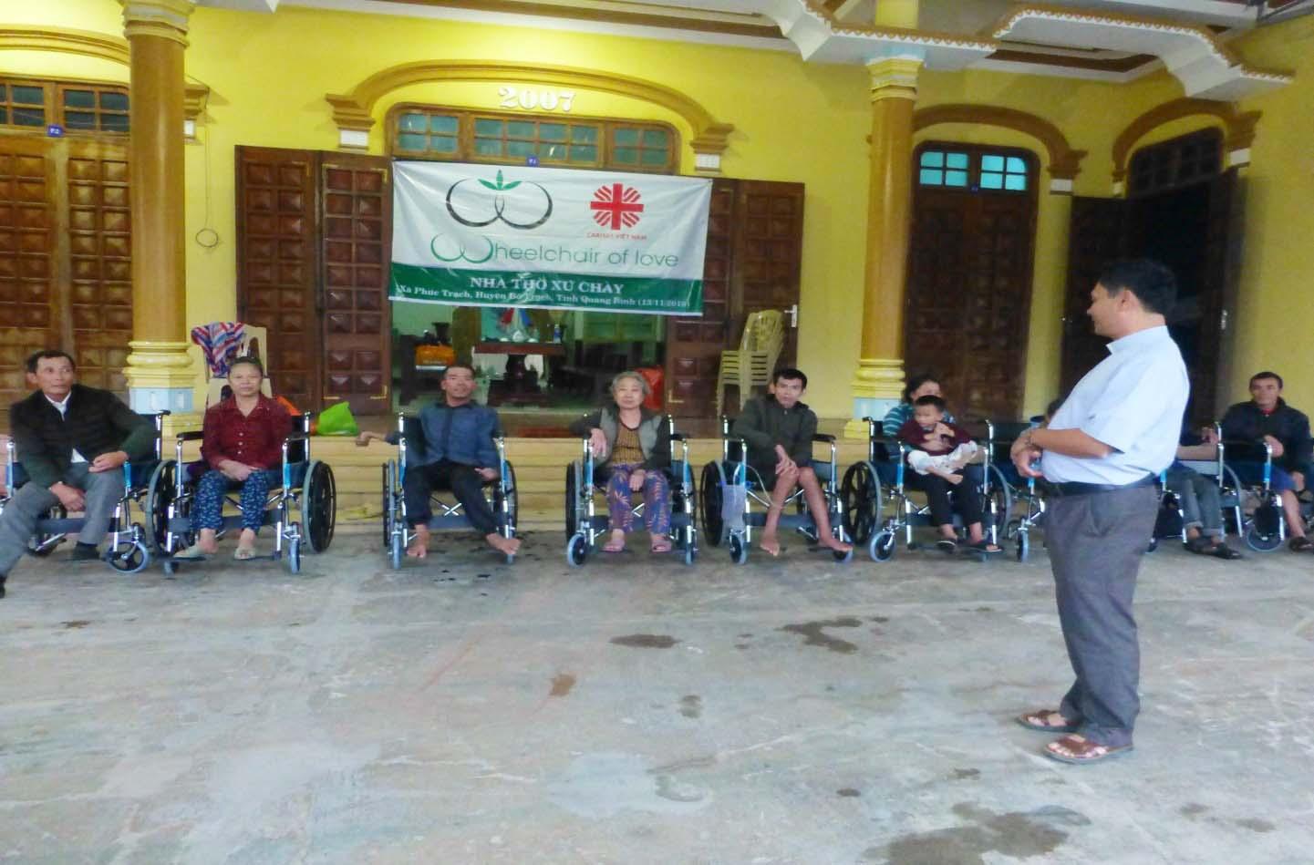 Caritas Hà Tĩnh: Trao Xe Lăn Cho Người Khuyết Tật Nghèo
