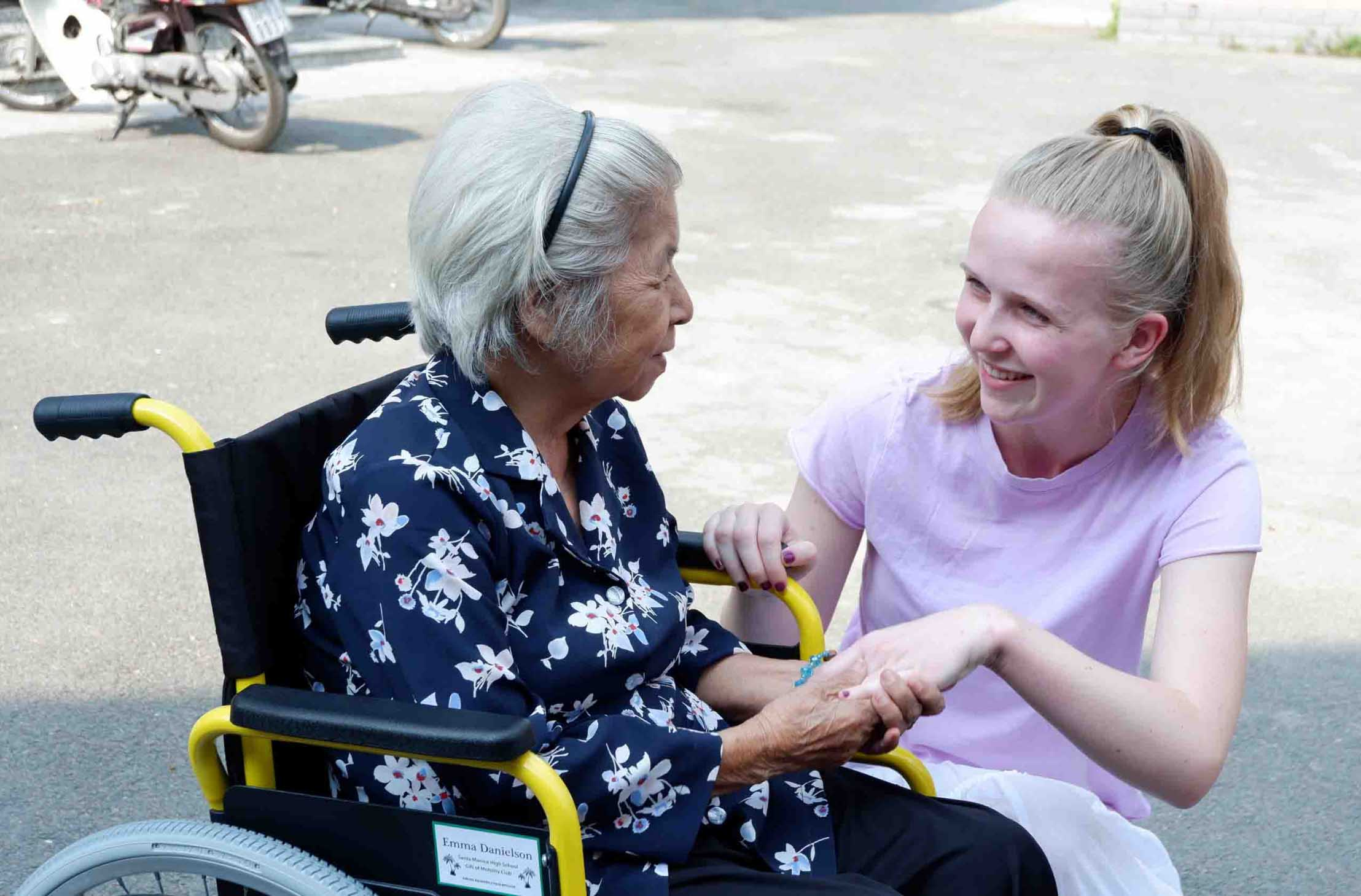 CARITAS-VIETNAM: TO DISTRIBUTE THE WHEELCHAIRS WITH LOVE