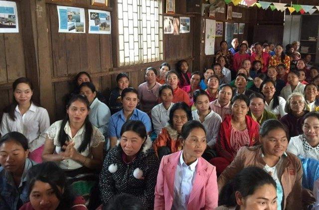 Đối phó với Covid-19, Giám mục và linh mục ở Campuchia ở giữa dân làng để gần gũi với họ