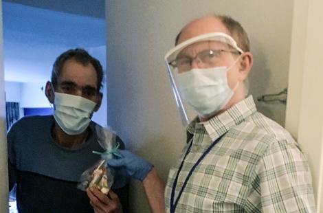Bác sĩ Công Giáo đến ở cùng những người vô gia cư để bảo vệ họ khỏi đại dịch