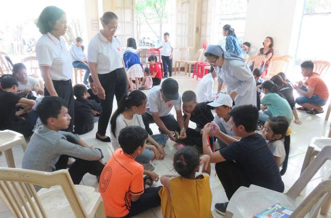 Caritas Huế: Tập huấn cho trẻ OVC tại Huế