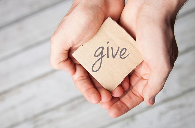 Caritas Vinh: Trao yêu Thương với những người có H