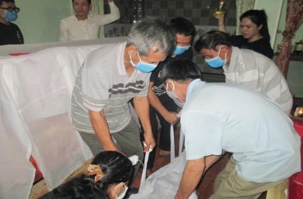 Caritas Huế: Khâm liệm trong đợt dịch Covid-19