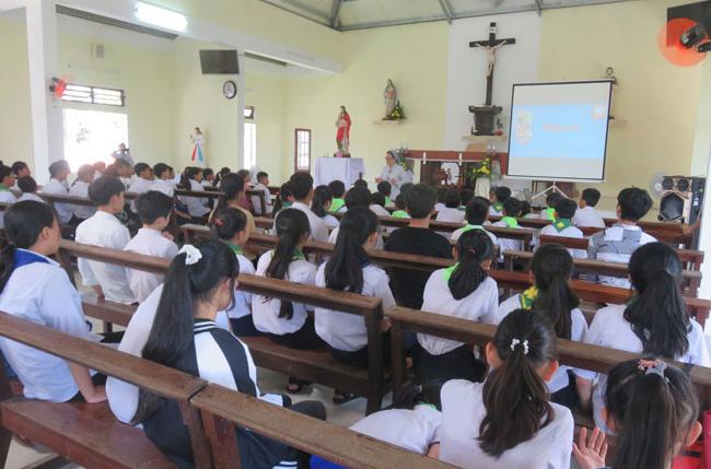 Caritas Huế: Ban HIV tổ chức sinh hoạt và truyền thông cho các em thiếu niên tại Bố Liêu