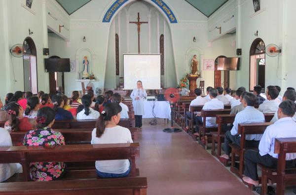 Caritas Huế: Sinh hoạt với các bậc Cha Mẹ và truyền thông về tránh kỳ thị với Người nhiễm HIV