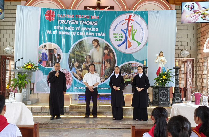 Caritas Thanh Hoá: Chia sẻ cùng các bạn trẻ tại Giáo xứ Đông Yên - Ngạc Nhiên và Hy Vọng