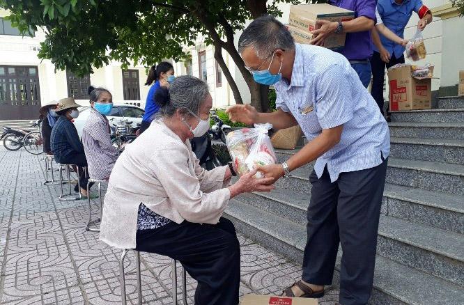"""Caritas Hải Phòng: Ngày thứ tư trong """"Chương trình giúp đỡ người khó khăn vì Covid-19 tại thành phố Hải Dương"""""""