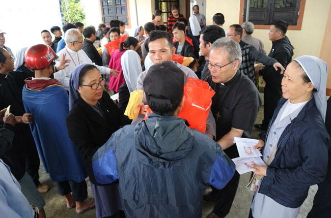 Hội Đồng Giám Mục Việt Nam cứu trợ lũ lụt tại Miền Trung ngày 21.10.2020