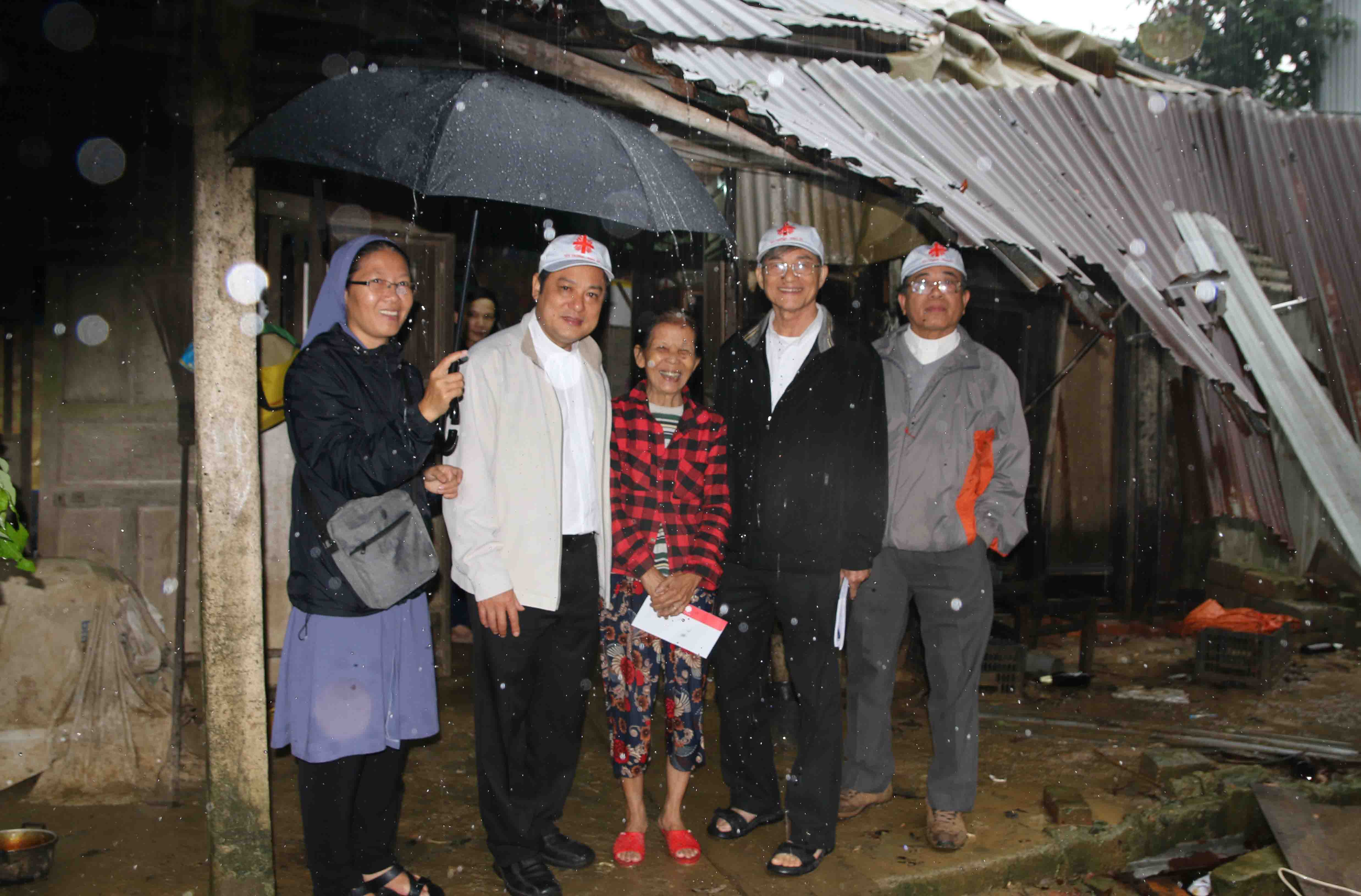 Caritas Vietnam: Visiting and monitoring the terrible floods in Central Vietnam