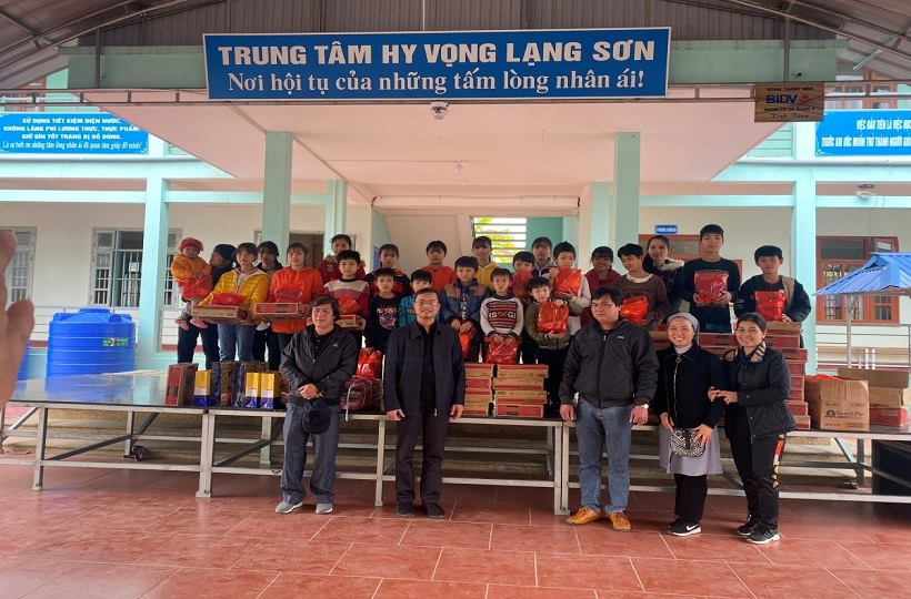 Caritas Lạng Sơn: Thăm và Tặng Quà Tết cho các Trẻ Mồ Côi tại Trung Tâm Hy Vọng Lạng Sơn