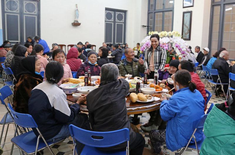 Caritas Hà Nội: Đức Tổng Giám mục Giuse mừng tất niên với anh chị em khó khăn