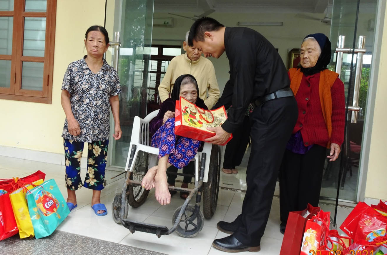 Caritas Hai Phong: Lenten charity with the elderly at the Nursing Home