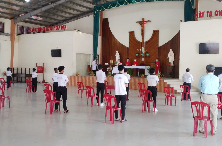 Caritas Xuân Lộc: Trường Cao đẳng Hòa Bình Xuân Lộc khởi đầu năm học 2021-2022