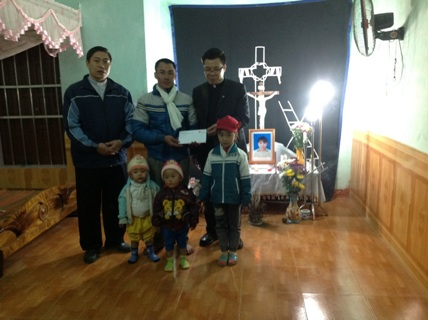 Caritas Giáo tỉnh miền Bắc thăm gia đình các nạn nhân trong vụ đắm thuyền tại Tiền Hải – Thái Bình