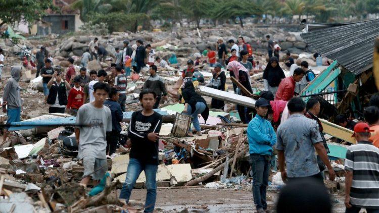 Đức Thánh Cha liên đới với các nạn nhân sóng thần ở Indonesia