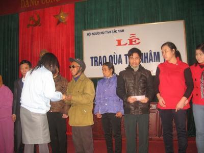 Caritas Bắc Ninh trao học bổng cho trẻ khiếm thị và tăng quà tết cho 40 người khiếm thị tại Thành phố Bắc Ninh