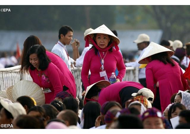 Các tín hữu Đông Nam Á dự lễ Đức Giáo hoàng ở Myanmar