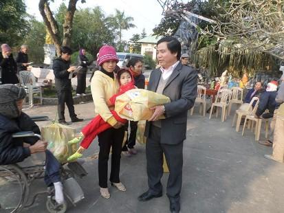 Món quà Giáng Sinh làm ấm tình người nghèo Giáo Phận Bùi Chu