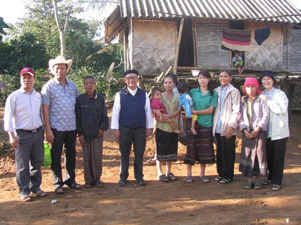 Đoàn Cartas Huế cứu trợ bão lụt tại Giáo xứ Khe Sanh - Hạt Quảng Trị
