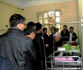 Caritas Bắc Ninh thăm và chia sẻ với nạn nhân Giáo Họ Ngọc Lâm