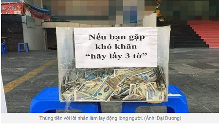 Xúc động với thùng tiền yêu thương 'nếu khó khăn, hãy lấy 3 tờ' ở Sài Gòn