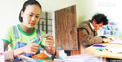 Cô gái xứ Nghệ bỏ mức lương 15 triệu, về quê hương tạo công việc cho người khuyết tật